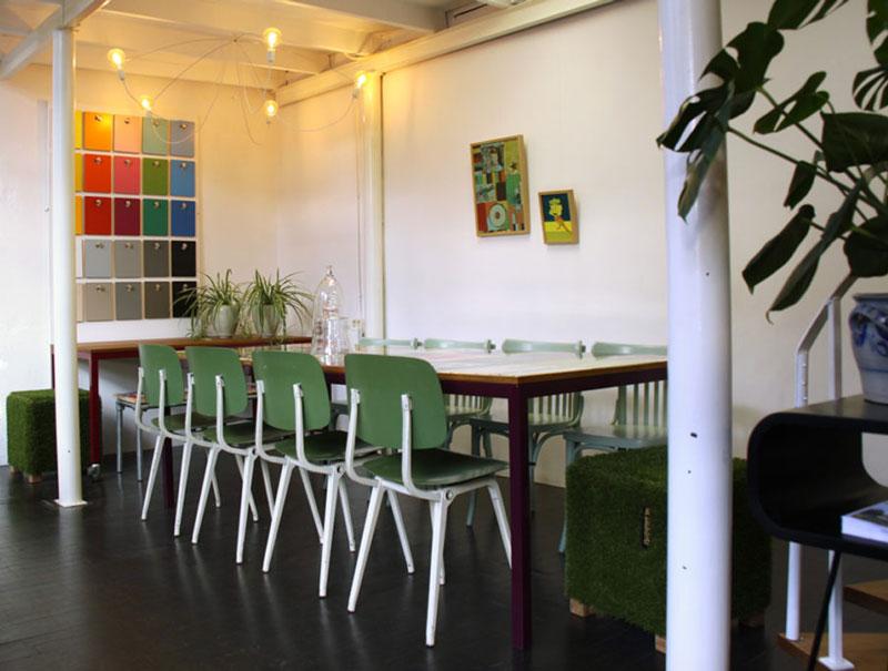Vergaderen aan een Bouwborden tafel op maat